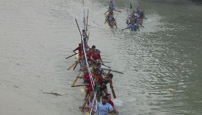 কাঠালিয়ায় ব্যতিক্রমী ভেলা বাইচ