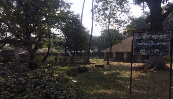 পুঠিয়ার জেলা পরিষদ ডাক বাংলোতে মাদক আর দেহ ব্যবসা