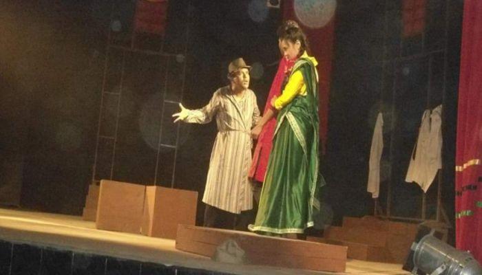 সিরাজগঞ্জে 'রাজ রক্ত' নাটকের সফল মঞ্চায়ন