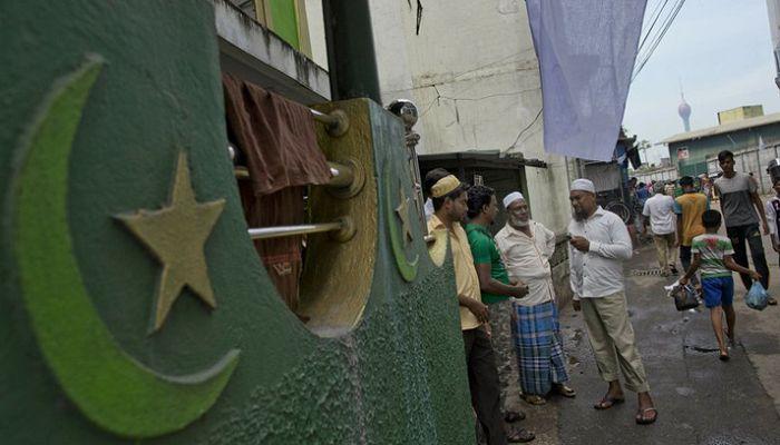 শ্রীলংকায় হামলাকারীদের জানাজা পড়তে অনুমতি দেবে না মুসলিমরা