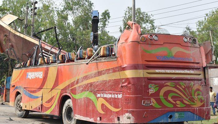 গোবিন্দগঞ্জে যাত্রীবাহী বাস উল্টে অন্তত ১৫ যাত্রী আহত