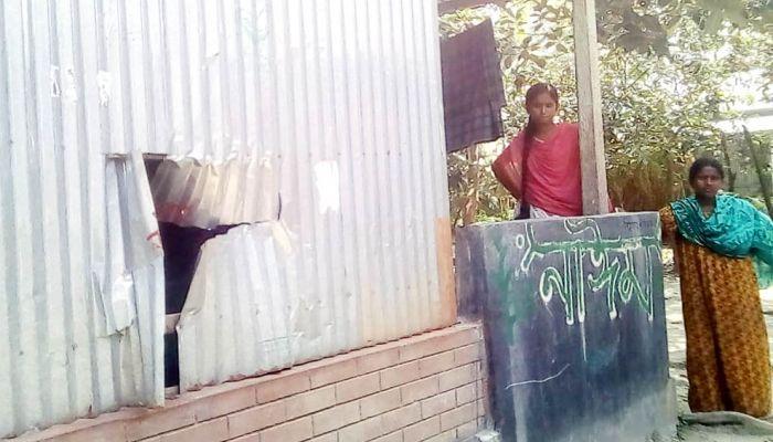 ধুনটে সাবেক স্বামীর ভয়ে ঘরবন্দী কলেজছাত্রী