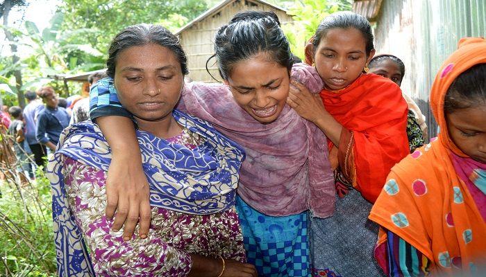 গুরুদাসপুরে স্কুল শিক্ষিকাকে কুপিয়ে হত্যা