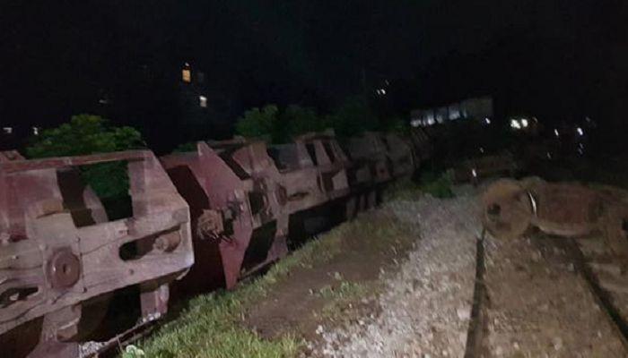 তেলবাহী ট্রেন লাইনচ্যুত, রাজশাহীর সঙ্গে রেল যোগাযোগ বন্ধ
