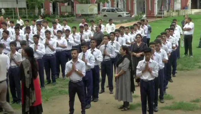 জম্মু ও কাশ্মীরের ৫ জেলায় কারফিউ প্রত্যাহার