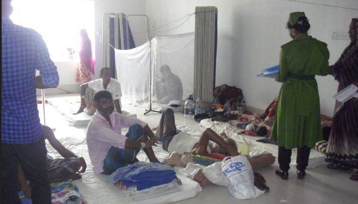 নোয়াখালীতে বাড়ছে ডেঙ্গু রোগী, হাসপাতালে বেড ও কিট সংকট