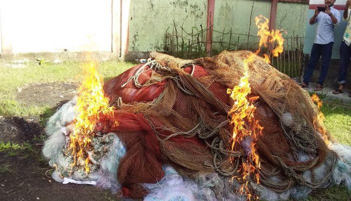 আমতলীতে বিপুল পরিমাণ কারেন্ট জাল ধ্বংস
