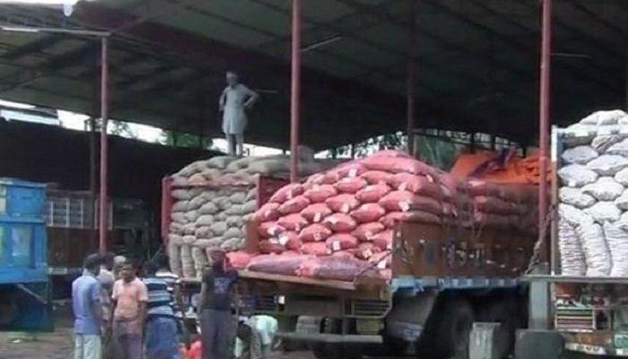 কয়েক ঘণ্টার ব্যবধানে পেঁয়াজের দাম বাড়লো কেজিতে ৪০ টাকা