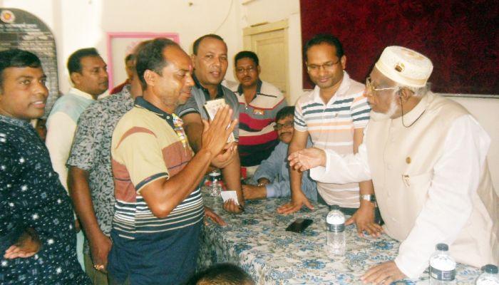 মোরেলগঞ্জে ৭৮ মন্ডপে অনুদান দিলেন এমপি মোজাম্মেল