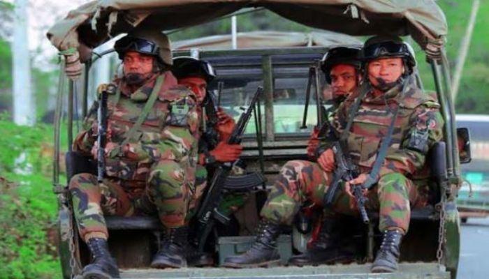 সামাজিক দূরত্ব নিশ্চিতে কঠোর হচ্ছে সেনাবাহিনী