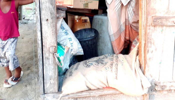 রামপালে ইউপি সদস্যের বিরুদ্ধে ভিজিডি'র চাল আত্মসাতের অভিযোগ
