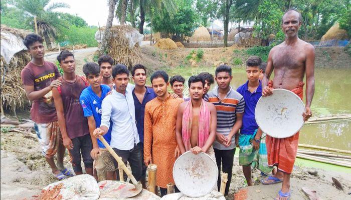 গুরুদাসপুরে রাস্তা মেরামতে ছাত্রলীগ