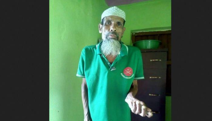 প্রতিবন্ধী নজরুল ৬৫ বছরেও পায়নি বয়স্ক ভাতা, সংসার চলে ভিক্ষায়