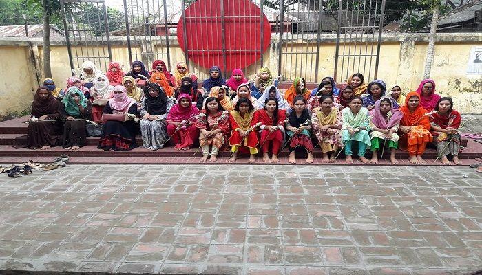 গুরুদাসপুর রোজী মোজাম্মেল মহিলা অনার্স কলেজে সম্মান ১ম বর্ষের নবীণ বরণ অনুষ্ঠিত