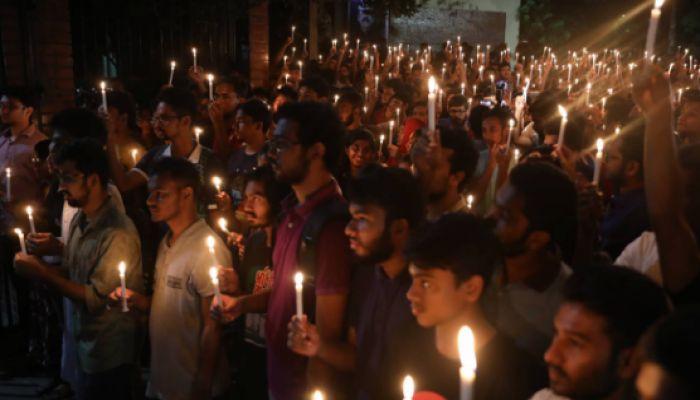 আবরারের জন্য মোমবাতি প্রজ্বলন, ১ মিনিট নীরবতা