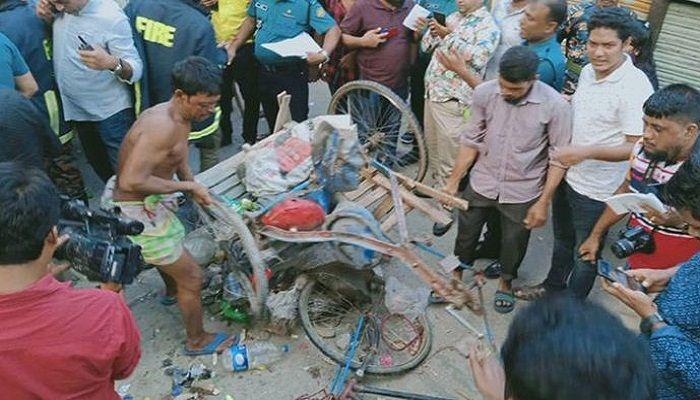 সিলিন্ডার বিস্ফোরণ: বেলুনবিক্রেতার বিরুদ্ধে মামলা