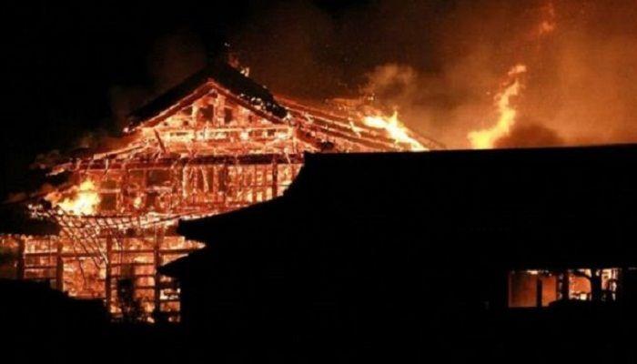 আগুনে পুড়ল জাপানের ৫০০ বছরের পুরনো রাজকীয় প্রাসাদ