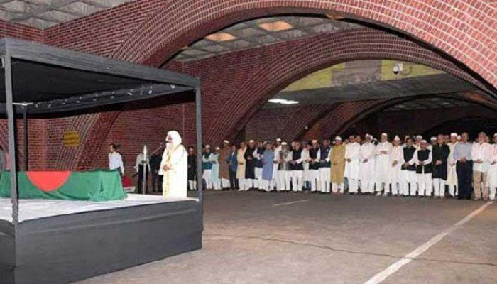 মঈন উদ্দীন খান বাদলের প্রথম জানাজা সম্পন্ন, রাষ্ট্রীয় শ্রদ্ধা