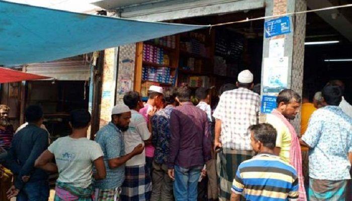 গুজবে গোপালগঞ্জ ও কোটালীপাড়ায় লবণ কেনার হিড়িক