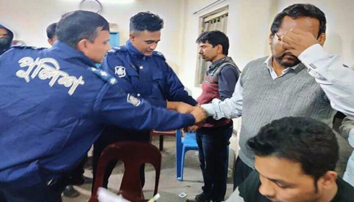 সুনামগঞ্জ অফিসার্স ক্লাবে রমরমা জুয়ার আসর, আটক ৪