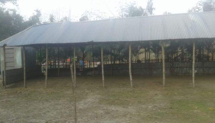 ডোমারে মাদ্রাসা ভেঙে নিয়ে গেছে দুর্বৃত্তরা