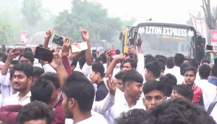 গোপালগঞ্জে পলিটেকনিক ইনিস্টিটিউটের শিক্ষার্থীদের আন্দোলন