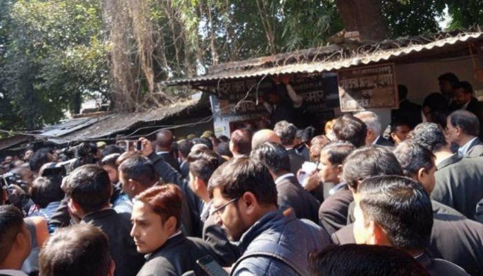 ভারতে আদালতে বোমা হামলা, আহত বহু