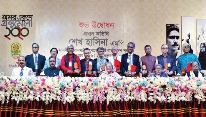 বাংলা একাডেমি সাহিত্য পুরস্কার পেলেন ১০ কবি-লেখক