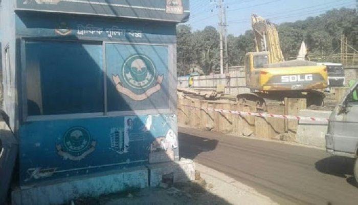 চট্টগ্রামে ট্রাফিক বক্সে বিস্ফোরণ, আহত ২ পুলিশ
