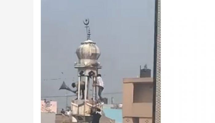 দিল্লিতে মসজিদে আগুন, বেছে বেছে মুসলিমদের বাড়িতে হামলা
