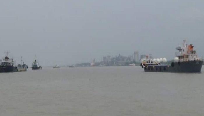নিষেধাজ্ঞার পরও ভারত থেকে বাংলাদেশে প্রবেশ করলো জাহাজ