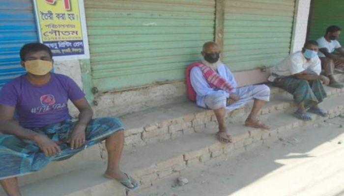 ফুুলবাড়ীতে করোনা প্রভাবে কর্মহীন শ্রমজীবি মানুষের ভোগান্তি