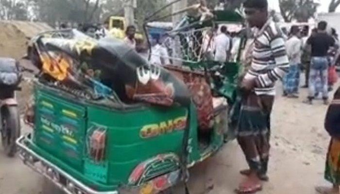 নোয়াখালীতে পিকআপ-অটোরিকশার সংঘর্ষ, মা-মেয়ে নিহত