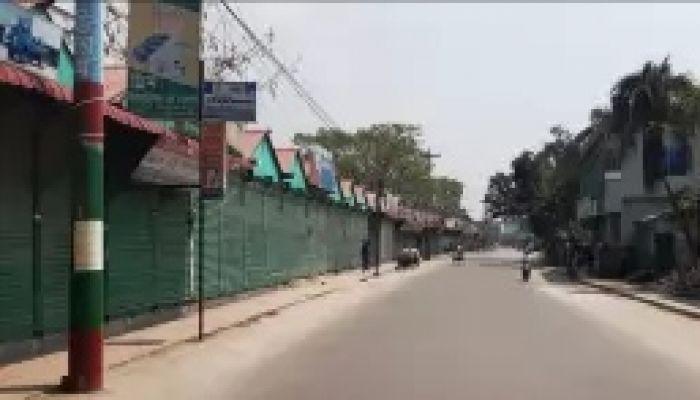 সাদুল্যাপুরের পথঘাট ফাঁকা,  আতঙ্ক বাসিন্দাদের মধ্যে