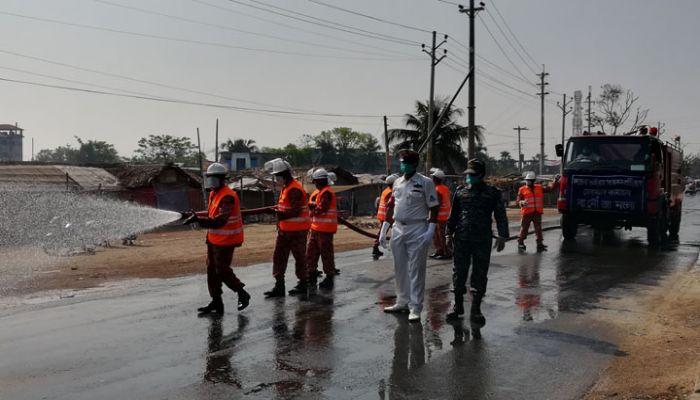 মোংলায় করোনা রোধে নৌবাহিনীর জীবাণুমুক্তকরণ কার্যক্রম