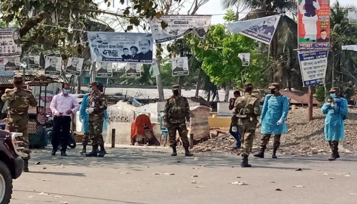 মোরেলগঞ্জে জনসমাগম রোধে সেনাবাহিনীর অভিযান
