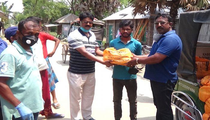 গোপালগঞ্জের জালাবাবাদ ইউনিয়নে দুস্থদের মাঝে খাদ্য সামগ্রী বিতরণ