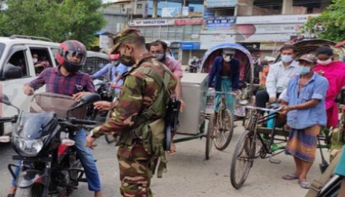 ঢাকায় ঢিলেঢালা লকডাউন, চট্টগ্রামে কঠোর