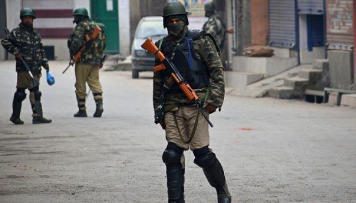 কাশ্মীরে গোলাগুলিতে ভারতীয় সেনাসহ নিহত ৮