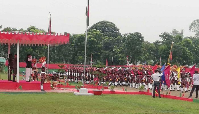 ফুলবাড়ীতে বিজিবির রিক্রুট ব্যাচের সমাপনী কুচকাওয়াজ অনুষ্ঠিত