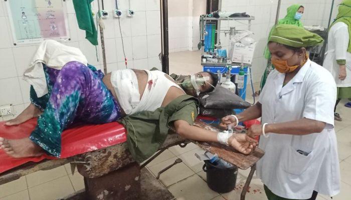 নোয়াখালী হাসপাতালের ২ আনসার সদস্যকে ছুরিকাঘাত